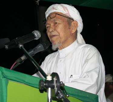 http://buletinonline.net/images/stories/berita46/tgnikaziz.jpg
